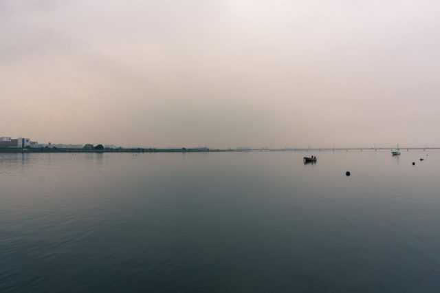 高梁川から水島を望む