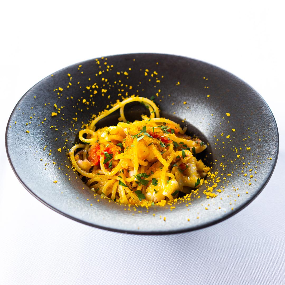 アンド 倉敷 剣先イカとフレッシュトマトのスパゲッティボッタルガ添え(イタリアン 和食創作料理)
